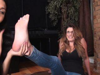 Milf Gets Feet Licked (lesbian)