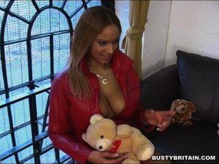 Ebony Frankie Shows Her Hooters