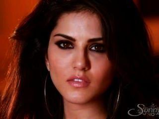 Sunny Leone In Sexy Video Of Glamour Masturbation