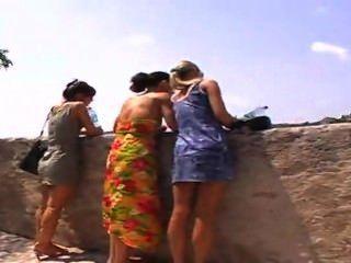 3 Girls Pee In Public