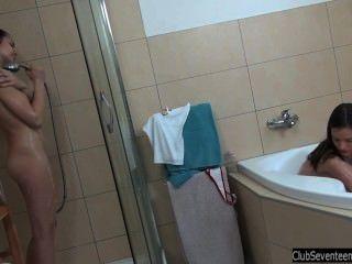 Tenn Cuties Masturbate Pussies In Bath