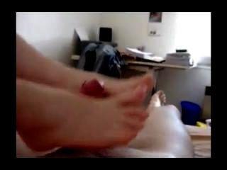Girlfriend Gets Her Feets Cummed