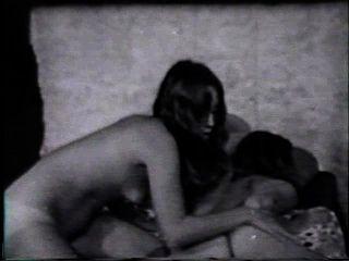 Lesbian Peepshow Loops 24 50s To 70s - Scene 2